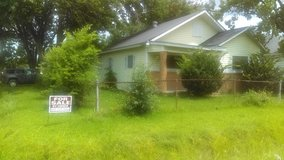 Home in a Large Corner Lot Close to Shopping - For Rent!! in Bellaire, Texas