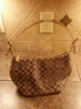GUESS purse---Excellent condition in Baytown, Texas