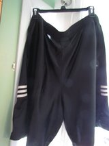 Men's Adidas Shorts XL in Orland Park, Illinois