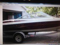 1999 Maxum 19 Foot Garage Kept boat in Yorkville, Illinois