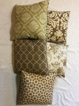 5 x Square Pillows (with extra sham) Home Decor - $15 (Yorktown) in Gloucester Point, Virginia