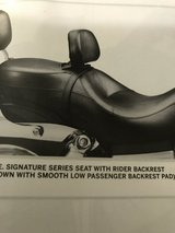 HD Dyna Signature Seat w/ backrest-NEW in Yorkville, Illinois
