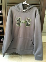Boys Under Armour Sweatshirt Size Youth Large (10-12) in St. Charles, Illinois