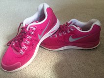 Women's Nike shoes 8 in Naperville, Illinois