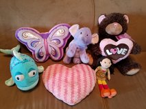 **REDUCED** Girls Pillow/Stuffed Toy Lot in Fort Campbell, Kentucky