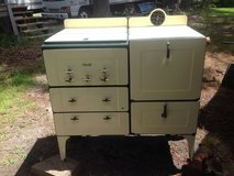 Antique Gas Stove in Camp Lejeune, North Carolina