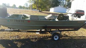 15 ft Lowe Jon Boat in Fort Campbell, Kentucky