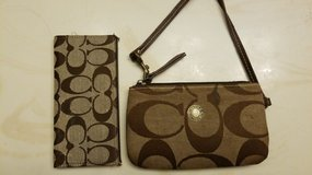 Coach clutch purse and credit card wallet in Chicago, Illinois
