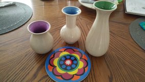 Colorful 3 vase and trivet set in Hinesville, Georgia