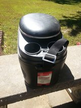 Rubbermaid electric cooler/heater in Fort Leonard Wood, Missouri