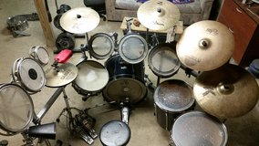 Pearl Export pro drumset with double kick, 4 cymbals and lots of extras in Quantico, Virginia