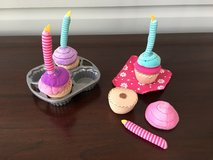 Soft / Plush Pretend Cupcake Set - LIKE NEW in Aurora, Illinois
