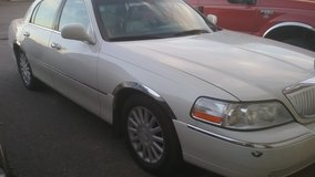 ((  Great Car ))        03  Lincoln   TownCar            **  MUST SELL ** in Minot AFB, North Dakota