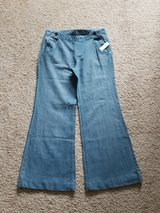 Woman's Old Navy 8 Jeans in Camp Lejeune, North Carolina
