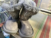 Boots size 6 in New Lenox, Illinois