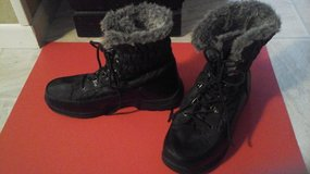 """Size 9 Womens """"Totes""""  Winter Snow Boots-LIKE NEW in Bolingbrook, Illinois"""