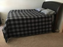 Moving Like New Bedroom Set in Palatine, Illinois