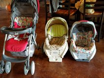 Graco car seats with bade and stroller in Fort Leonard Wood, Missouri