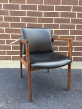 Vintage United Chair Co. Mid-Modern Chair (set 4) in Naperville, Illinois