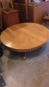 Round coffee table in Pleasant View, Tennessee