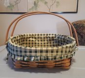 2 Handled Wicker Basket with Lid.  12 inches diameter in Alamogordo, New Mexico
