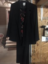 Black 3 piece pant suit in Fort Campbell, Kentucky