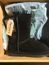 Women's Bearpaw Boots Sz 7 NEW in Vacaville, California