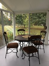 Patio dining set with 4 chair in Elgin, Illinois
