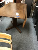 Drop leaf table in Oswego, Illinois