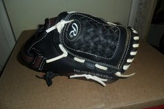 youth Rawlings baseball glove in Clarksville, Tennessee
