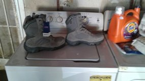 Bates side zip steel toe boots in Travis AFB, California