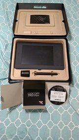 Wacom Intuos 5 touch Small Graphics Tablet w/pen in Hinesville, Georgia