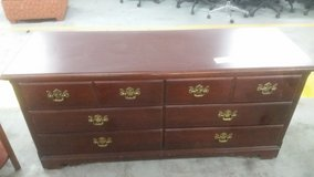 6 drawer dresser in Camp Lejeune, North Carolina
