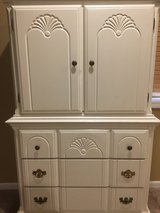 Beautiful 2 piece white dresser in great condition in Oswego, Illinois