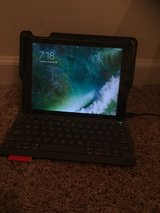 I pad air 2 with keybord in Fort Campbell, Kentucky