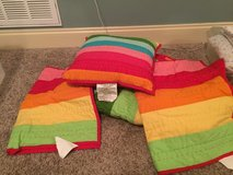 striped twin bed comforter, 2 pillow shams and throw pillow in Warner Robins, Georgia