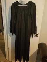 Long blk witch/wizard costume in Hinesville, Georgia