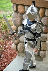 Kid's knight costume size S (Camp Pendleton / South Mesa 1 / Front Gate) in Oceanside, California