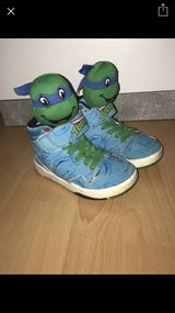 Ninja turtle sneakers size 33 youth 2/3 in Geilenkirchen, GE