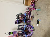 Monster high school all accesories included in Fort Carson, Colorado