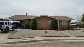 $900.00/mo - Pet Friendly - 3 bed 2 bath, A/C, 1345 sf in Alamogordo, New Mexico