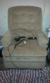 lift wallhugger recliner in Lawton, Oklahoma