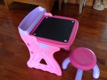 Pink Art Desk w/ chair in Bolling AFB, DC