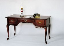 Looking for desk like or similar to one in pic. in Fort Knox, Kentucky