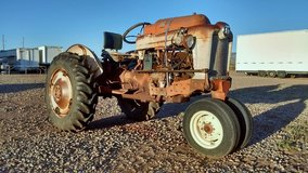 1957 Ford 980 Propane Tractor for Restoration or Parts in Alamogordo, New Mexico