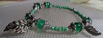 Green Crackle Glass w/ Leaves Bracelet in Conroe, Texas