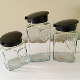 Glass container set w/ lids in Fort Leonard Wood, Missouri
