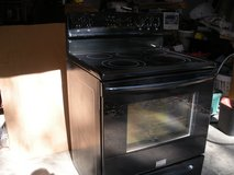 Frididaire Glass Top Electric Stove in Fort Campbell, Kentucky