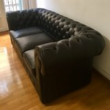 Black Leather Chesterfield-style Sofa (3 seater) / Divano Chesterfield in pelle nera (3 posti) in Vicenza, Italy