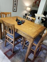 Counter height table and 4 chairs in Fort Knox, Kentucky